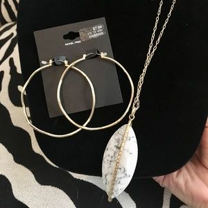 Jewelry - NWT Long drop pendant necklace & earrings goldtone